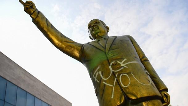 Viele Fragen zur Erdogan-Statue