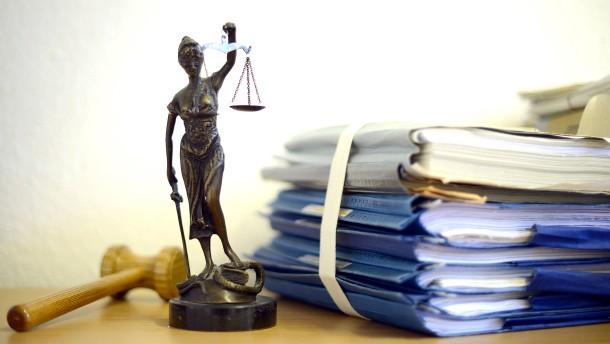 Die ersten Klagen an Verwaltungsgerichten