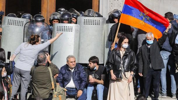 Die Armenier fühlen sich von ihrer Führung verraten