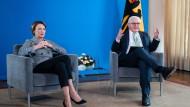 Digitale Sprechstunde: Bundespräsident Frank-Walter Steinmeier und seine Frau Elke Büdenbender