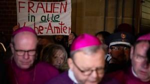 Die katholische Kirche verordnet sich eine Frauenquote