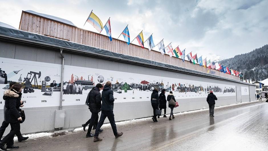 In Davos trifft sich Jahr für Jahr die Elite der Wirtschaft. Dieses Jahr im Schneematsch.