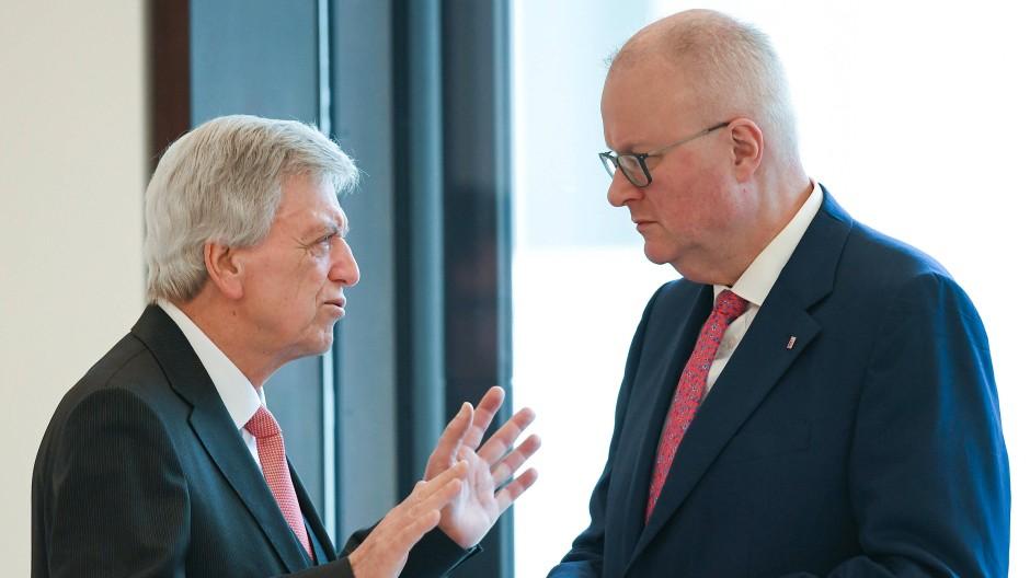 Ministerpräsident Volker Bouffier und Finanzminister Thomas Schäfer