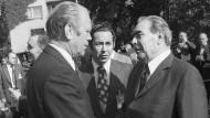 Hauptgegenstand des Treffens Fords und Breschnews bei ihrer Begegnung in Helsinki war zwar das angestrebte Abkommen über die Begrenzung strategischer Atomwaffen.