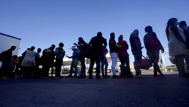 USA schieben Migranten nach Haiti ab