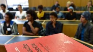 300 Juristen unterstützen Flüchtlingshilfe-Projekt