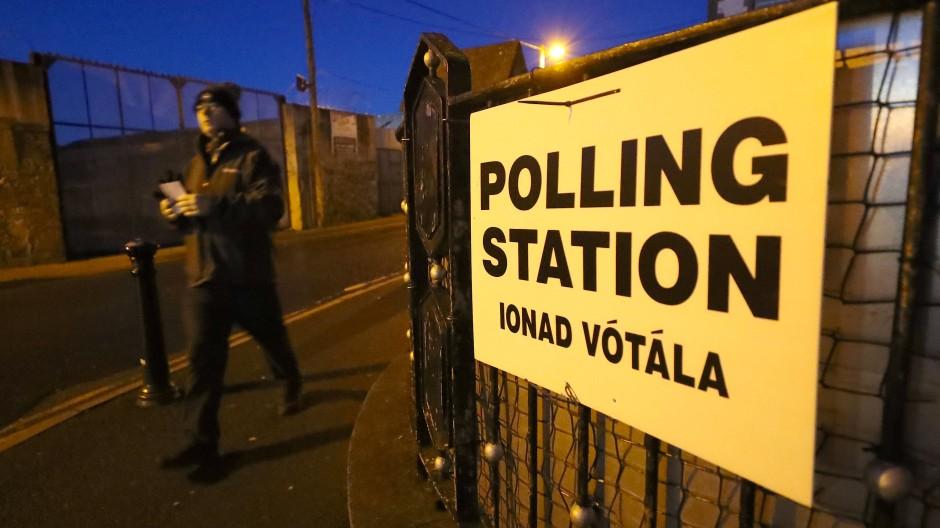 Vorgezogene Neuwahlen in Irland beginnen