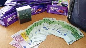 30 Tafeln Schokolade und 7700 Euro im Zug liegengelassen