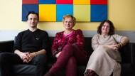 Alle für den psychisch kranken Patienten – und jeder hilft auf seine Weise: Daniel Schöttle, Stefanie Böttger und Gyöngyvér Sielaff in der Hamburger Uniklinik (von links).