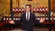 Was darf es sein? Barkeeper Mattia Pastori kennt sich mit dem italienischen Aperitif bestens aus.