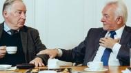 Auf Tuchfühlung: Alexander Gauland (rechts) und Wolfgang Kubicki  im Kaminzimmer der Frankfurter Allgemeinen Zeitung in der Mittelstrasse in Berlin.