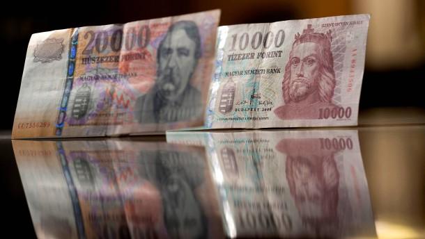 Spendable Regierungen schwächen Osteuropas Währungen