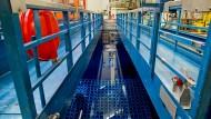 Blick ins Abklingbecken: Das Atomkraftwerk Grafenrheinfeld ist vor einem Jahr vom Netz gegangen.