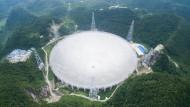 Gewaltige Schüssel: Das weltweit größte Radioteleskop in der südchinesischen Provinz Guizhou.