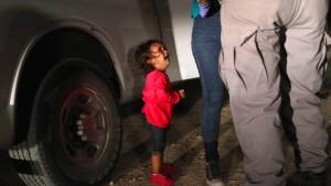 Weinendes Mädchen nicht von Mutter getrennt
