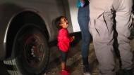 Dieses Foto sorgte für Aufregung in der Debatte um Familientrennungen an der amerikanisch-mexikanischen Grenze.