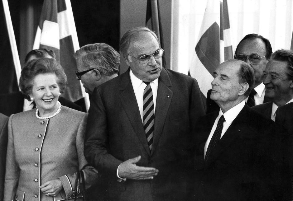 Ein weiteres Historienbild Klemms von 1988: Helmut Kohl zwischen François Mitterrand und Margaret Thatcher