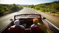 Im Alter steigt das Unfallrisiko. Ältere Menschen müssen daher zum Teil erheblich viel mehr Geld für ihre Autoversicherung zahlen.