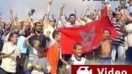 Aufgebrachte Marokkaner demonstrieren vor der Petersilien-Insel