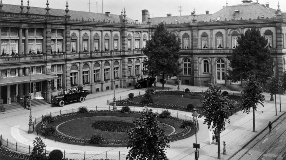 Die Blütezeit der Kur: Die historische Fassade nach dem Entwurf von Jean-Pierre Cluysenaar aus dem Jahr 1863.