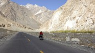 Unterwegs: Peter Smolka auf dem Karakorum Highway in Pakistan