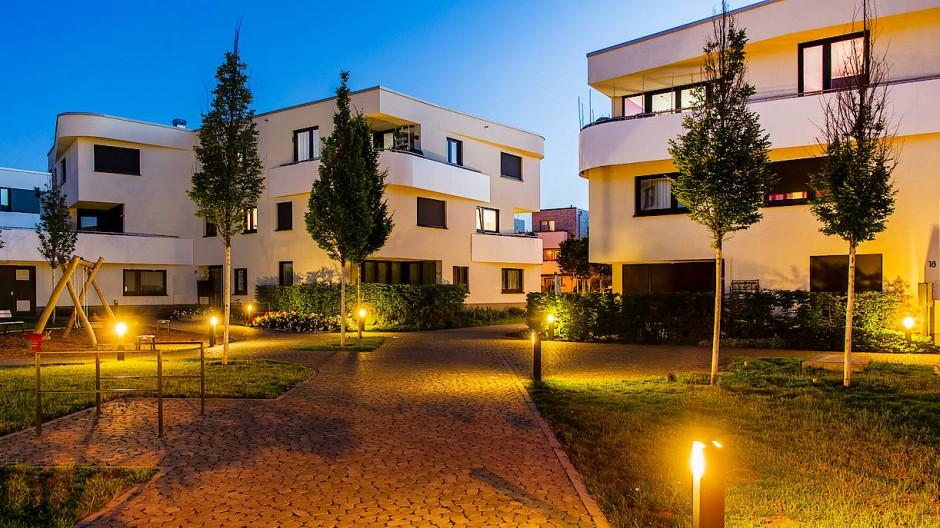 Trautes Heim: Das eigene Zuhause, hier Neubauten am Frankfurter Riedberg, hat für viele Menschen in der Pandemie an Bedeutung noch gewonnen. (Archivbild)