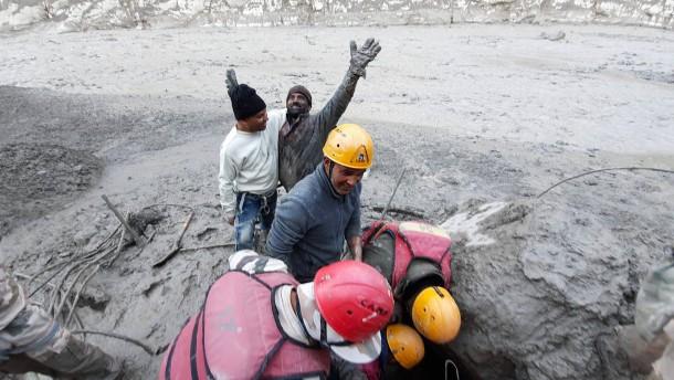 Mindestens 125 Tote nach Gletscherbruch befürchtet