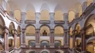 Welche Wege und Umwege das Recht nehmen muss: Treppenhaus des neobarocken Justizgebäudes in München