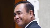 Thailands Regierungschef Prayuth Chan-ocha auf dem Weg ins Regierungshaus Bangkoks