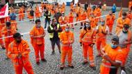 Müllmänner und -frauen bei einem Warnstreik im September in Ulm
