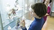 Anschaulich: Die bunten Figuren begeistern auch die kleinen Besucher.