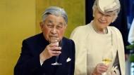 Dankt aus gesundheitlichen Gründen ab: Kaiser Akihito und Kaiserin Michiko