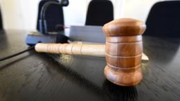 Jugendlicher wegen Mordversuchs vor Gericht