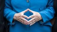 Die Finger zur Raute geformt: Bundeskanzlerin Angela Merkel, CDU