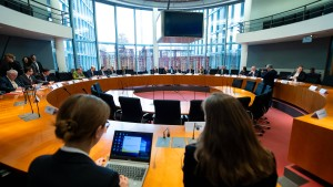 Untersuchungsausschuss nimmt die Arbeit auf