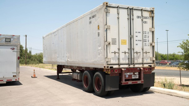Arizona und Texas bestellen Kühllaster für Leichen