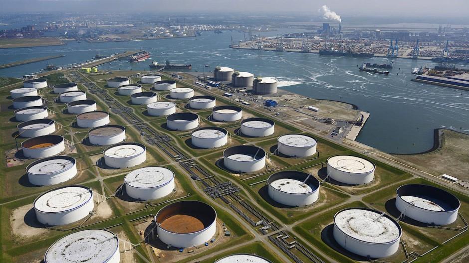 LNG-Terminals im Hafen von Rotterdam