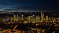 Trügerische Idylle: Dividenden-Alarm im Frankfurter Bankenviertel