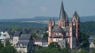Vorwürfe des sexuellen Missbrauchs durch einen Priester. Nun hat der Bischof von Limburg reagiert (Symbolbild).