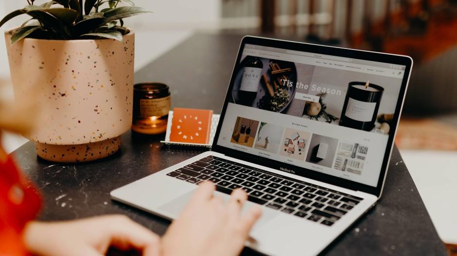 Die Digitalisierung treibt den Erfolg des Onlinehandels, aber auch das Risiko von Produktfälschungen.