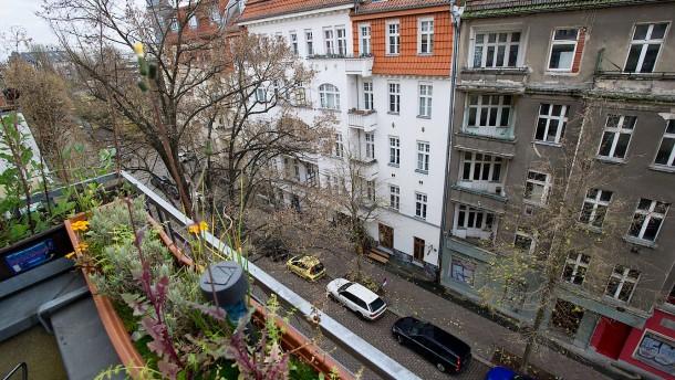 Doreen Welke - Die Mieterin muss nach 26 Jahren ihre Wohnung in Berlin im Stadtteit Friedrichshain verlassen, nachdem der Eigentümer Eigenbedarf angemeldet hat.