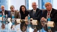 Tech-Giganten: Geschäftsführer von Amazon, Alphabet Inc. und Facebook im Gespräch mit Donald Trump