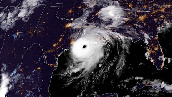 "Hurrikan ""Laura"" trifft in Nordamerika auf Land"