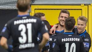 Paderborn bleibt an HSV dran