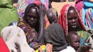 Darfur-Überlebende sagen gegen mutmaßliche Kriegsverbrecher aus