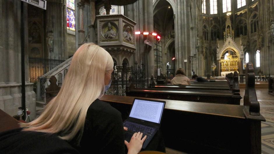 Lehre mit Gottes Segen: Bis zum strikten zweiten Lockdown im November konnten Studenten in der Wiener Votivkirche ihren Vorlesungen lauschen.