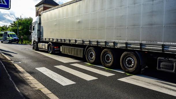 Elfjährige von Lastwagen tödlich verletzt