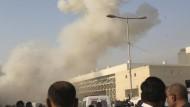 Viele Tote bei Anschlägen in Karachi