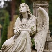 Ein Stein gewordener Ort der Trauer: Engel auf dem Hauptfriedhof in Mainz. Heute kann auch die Timeline zur Gedenkstätte werden.