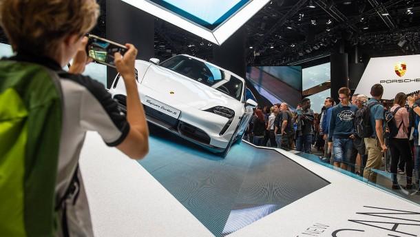 Frankfurt plant IAA-Krisentreffen mit Autoherstellern